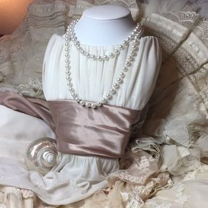 Flapper style faux pearl necklace