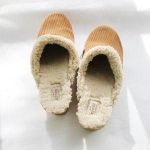 Uggs Dual Comfort Tan Suede Croc Slip On Clog sz10