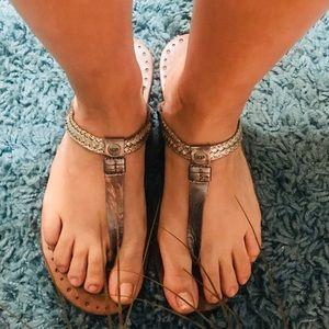 💟 UGG Bria SZ 10 Silver Flip Flops