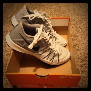 Mens size 9 Nike Shoes