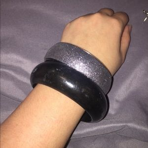 Black and silver Bangle Set
