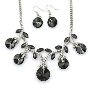 sparkling crystal silver necklace earrings set
