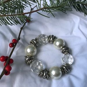 Festive Holiday Bracelet 🎄