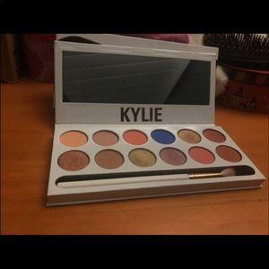 Kylie's royal peach palette.