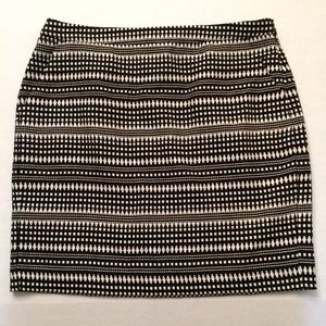 Banana Republic  Black and White Fitted Skirt