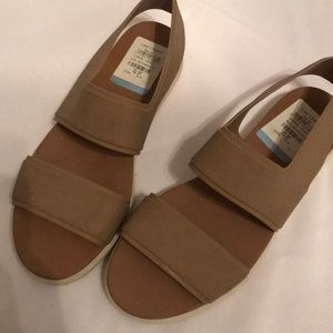 Vince size 9 rubber sandals