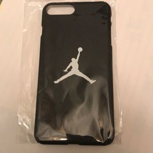 Black colored iPhone 7  phone cover