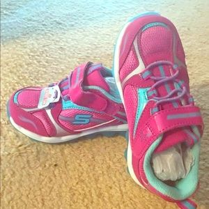 NWT Girls Skechers Shoes - Size 8