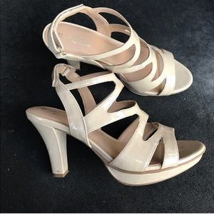 Naturalizer velcro comfort nude heels