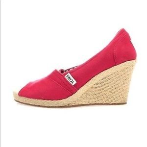 TOMS red canvas open toe wedges