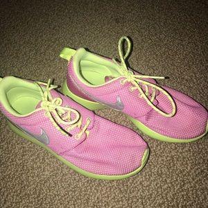 Nike Roshes Kids sz 5 (fits women's 7)