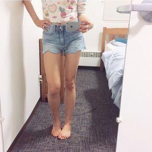 🍒 Super Cute Scallop edged denim shorts