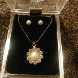 Vintage cubic zirconia and pearl set w/case #47