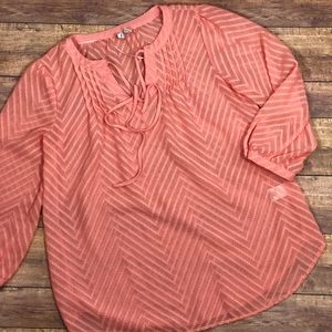Elle Sheer Textured Zig Zag Blouse In Pale Pink
