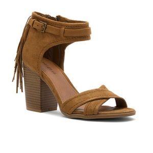 Crisscross Vamp Fringe Block Heel Sandal