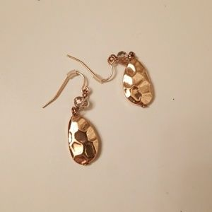 Never Worn, gold earrings, very versatile!