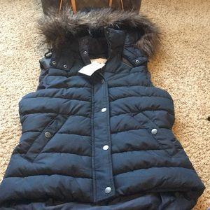 NWT Navy vest with detachable fur hood