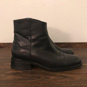 Nine West, black, shiny, zip up booties