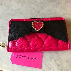 Betsey Johnson Zip Around Wallet NWT ❤️
