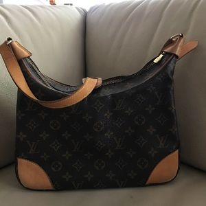 This is a chic shoulder bag,ideal for everyday use