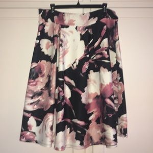 Dresses & Skirts - 1X Pretty Floral Skirt. Super stretchy and comfy!!