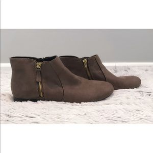 American Eagle Taupe booties with zippers