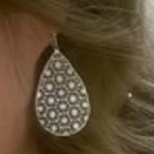 Summer & Sage Filigree Fan Earrings