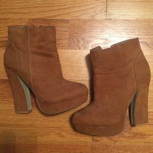 Camel suede-like side zip platform ankle boots