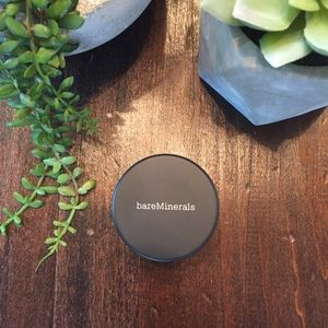 bareMinerals Awakening Radiance all over face
