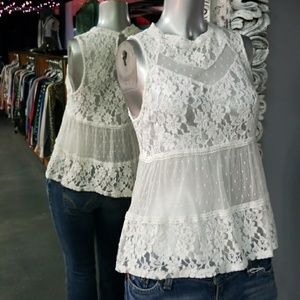 💋3 for $24💋MONTEAU Lace High Neck Tank