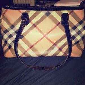 Medium Burberry purse