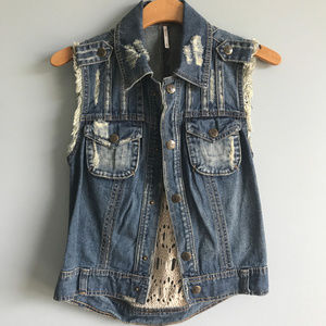 Free People Gilet Distressed Denim Vest Crochet