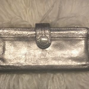 Fossil silver leather wallet in great condition
