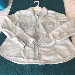 H&M Denim long sleeved Light Wash Shirt!!🌺