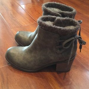 Rosy booties size US 7