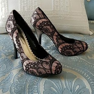Lulu Townsend sz 7 pink and black lace pumps