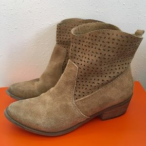 AEO tan suede booties