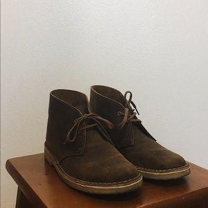 Clarks Womens Desert Boots in Beeswax.