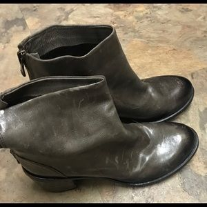 KBR VeroCuoio gray booties