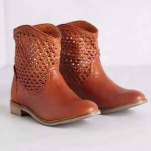 SEYCHELLES WOVEN TRAIL BOOTIES SIZE 6