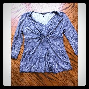 Daisy Fuentes 3/4 length top/Great for work!