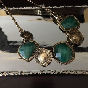 Jewelry - Green stone and antique gold necklace