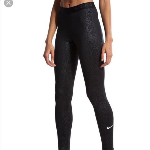 d5cdb72af611c9 Nike Pro Embossed Vixen black warm leggings. M_5a302466bcd4a73cd703f9e6
