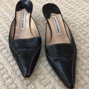 Manolo Blanik  black slingback pumps w/kitten heel