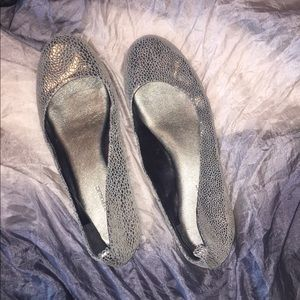 Banana Republic silver flats like new!