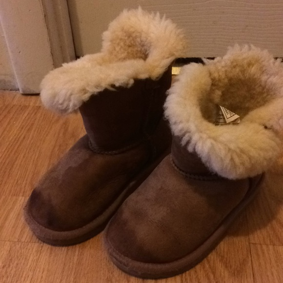 02328e7f99b Ugg bailey button boots toddler size 10