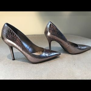 Sam and Libby pewter snake skin pumps