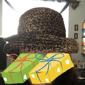 Velvet leopard print hat