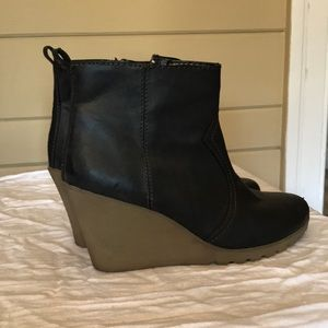 American eagle black leather wedge booties