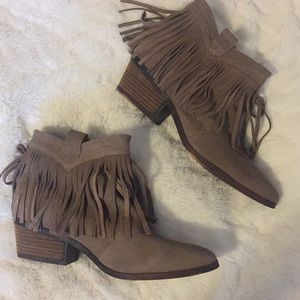 Restricted fringe booties
